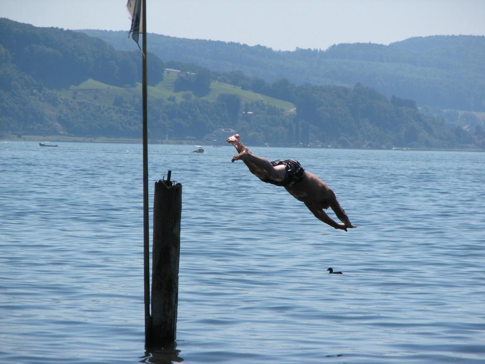 Sprung in Wasser