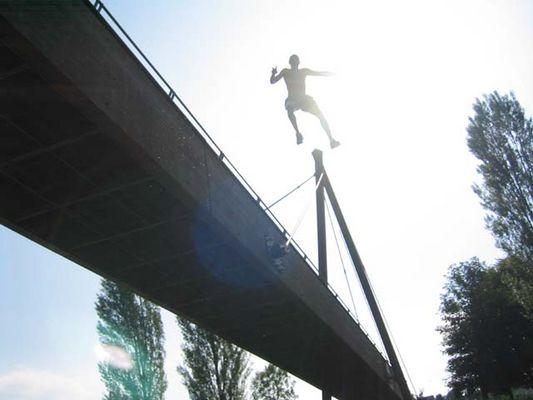 Sprung von der Brücke