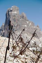 Spuren des 1. Weltkrieges - Dolomiten - Monte Piana und im Hintergrund die westliche Zinne