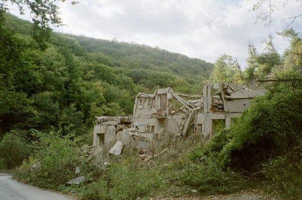 Spuren des Krieges in Kosova