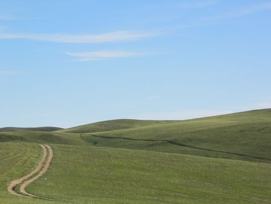 Spuren - Hügel - Himmel