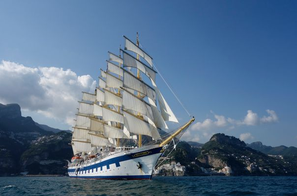"SPV ""Royal Clipper"" vor Amalfi"