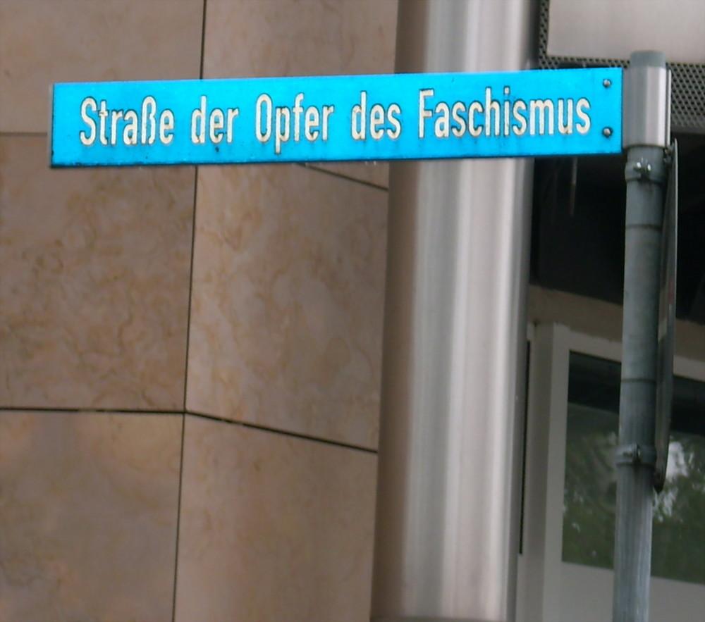 Srassenschild in Suhl