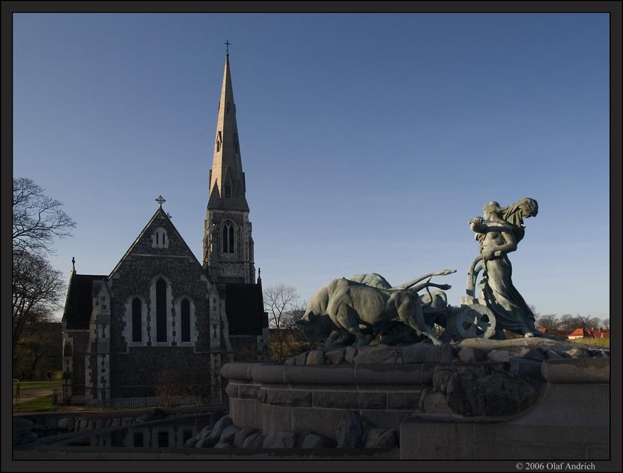 St. Alban Kirke im Morgenlicht