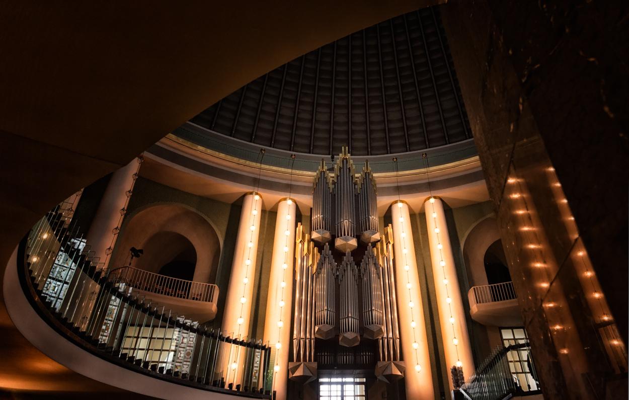 St. Hedwig - Blick zur Orgel