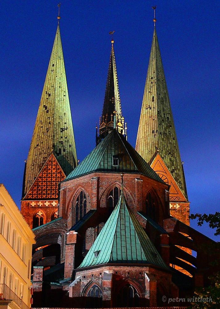 St. Marien zu Lübeck bei Nacht