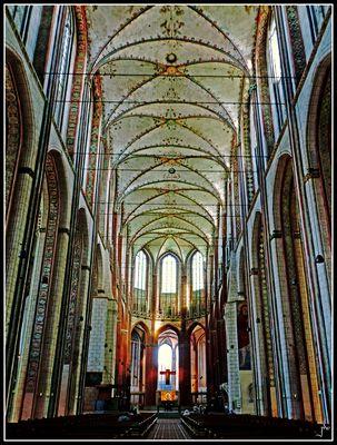 St. Marien zu Lübeck - Mittelschiff  mit Blick auf den Altar