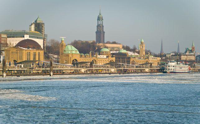 St. Pauli Landungsbrücken, Glühen im Eis