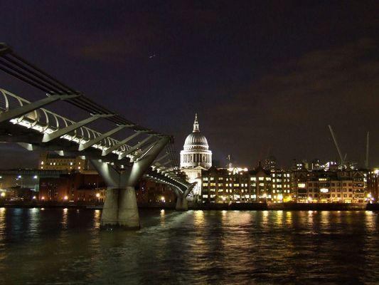St Pauls Cathedral mit Millenium Bridge
