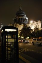 St. Paul´s Cathedral mit Phone Box