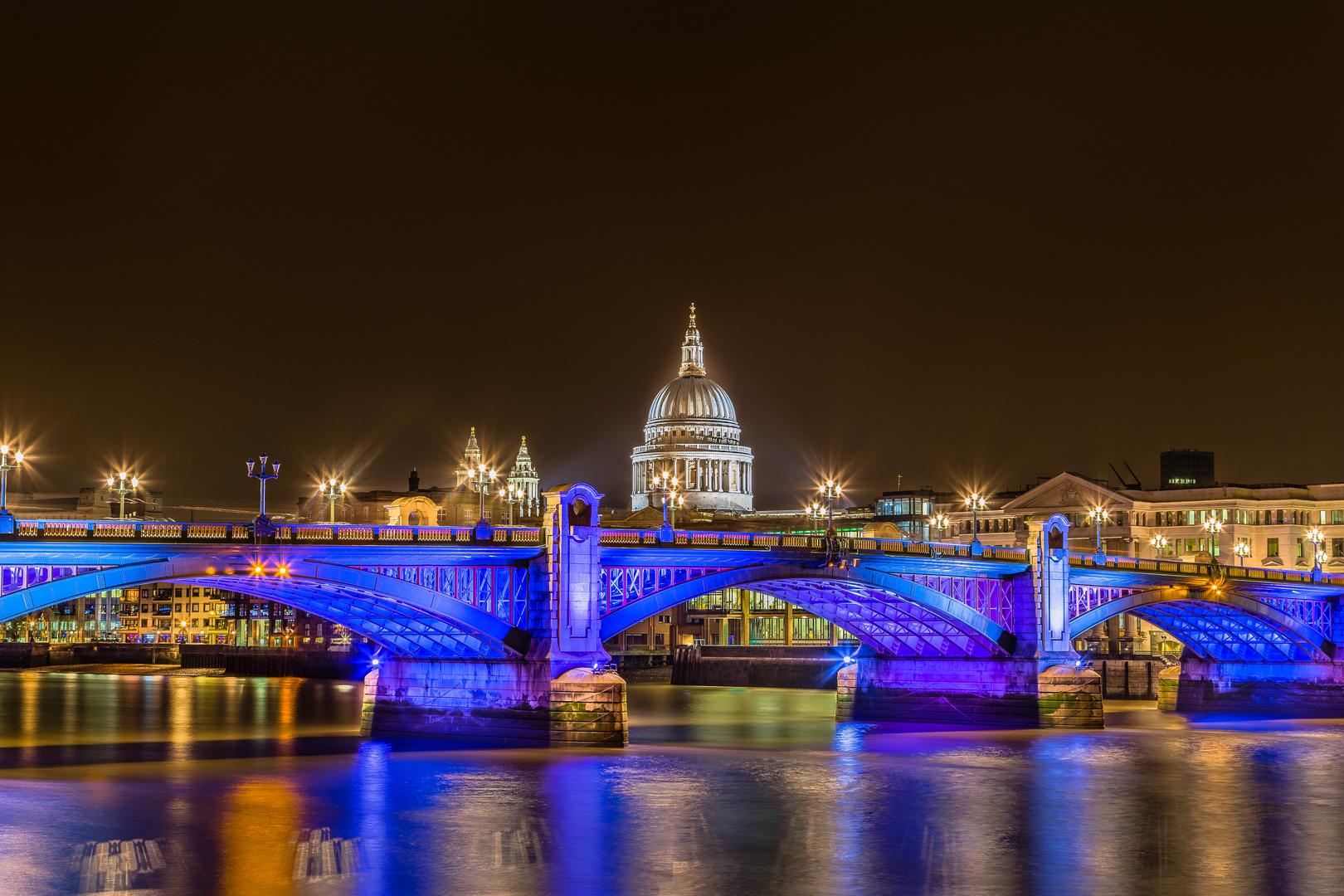 St. Paul's Cathedral über London Bridge
