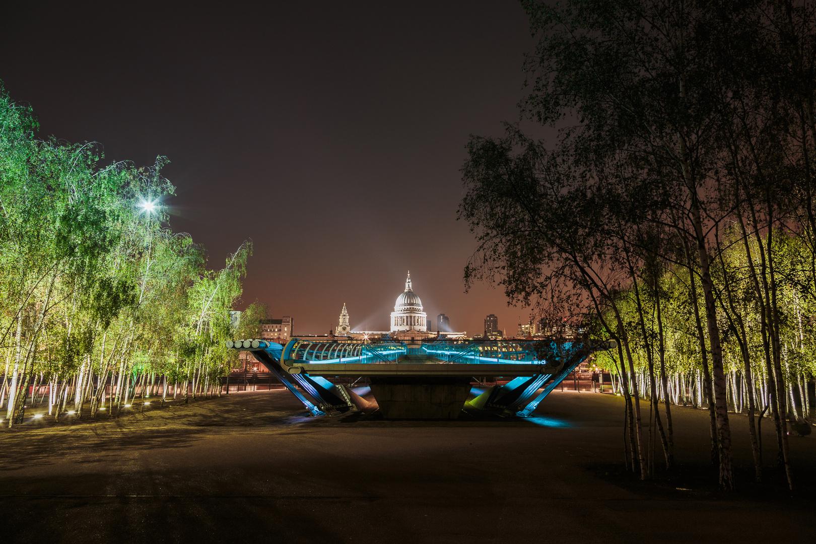St. Paul's Cathedral über Millenium Bridge