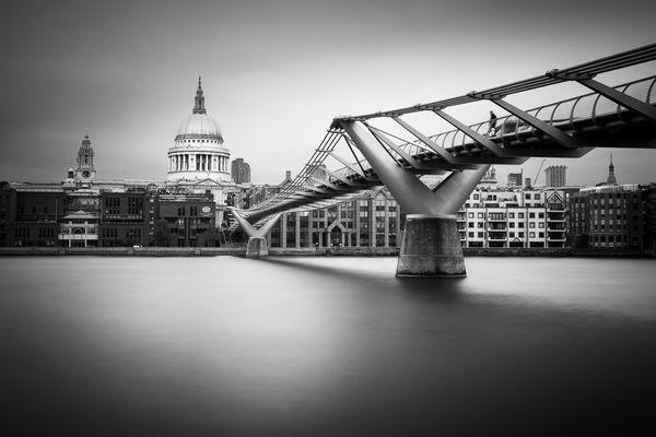St. Paul's Cathedral und Millenium Bridge