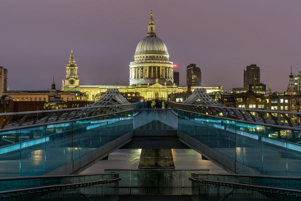 St. Paul's Cathedral und Millennium Bridge, London
