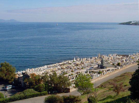 St Tropez - Bucht mit Friedhof von St. Tropez