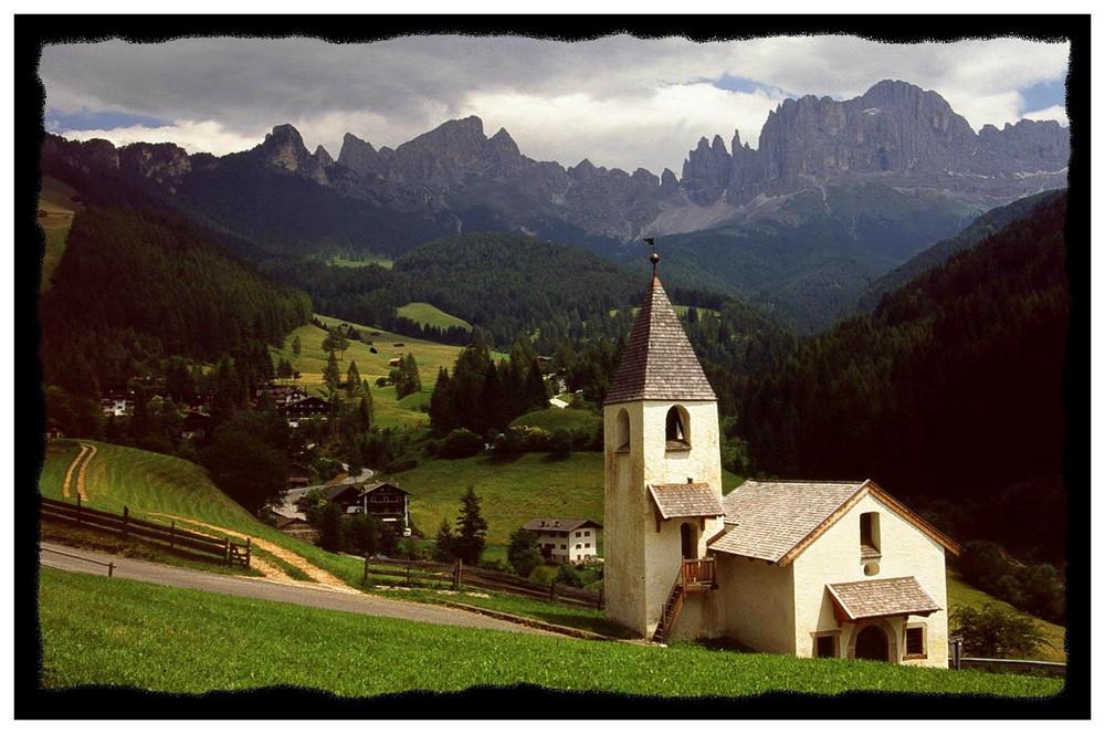 St. Zyprian gegen Rosengarten / Dolomiten