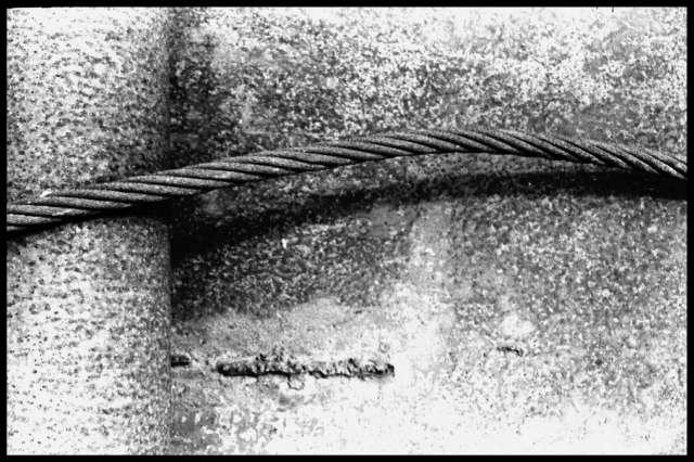 Staaldraad op staalplaat