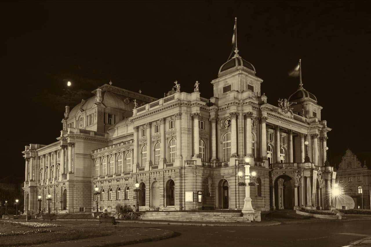 Staatsmuseum von Zagreb im Mondlicht
