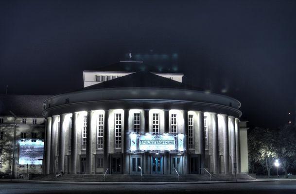 Staatstheater Saarbrücken bei Nacht