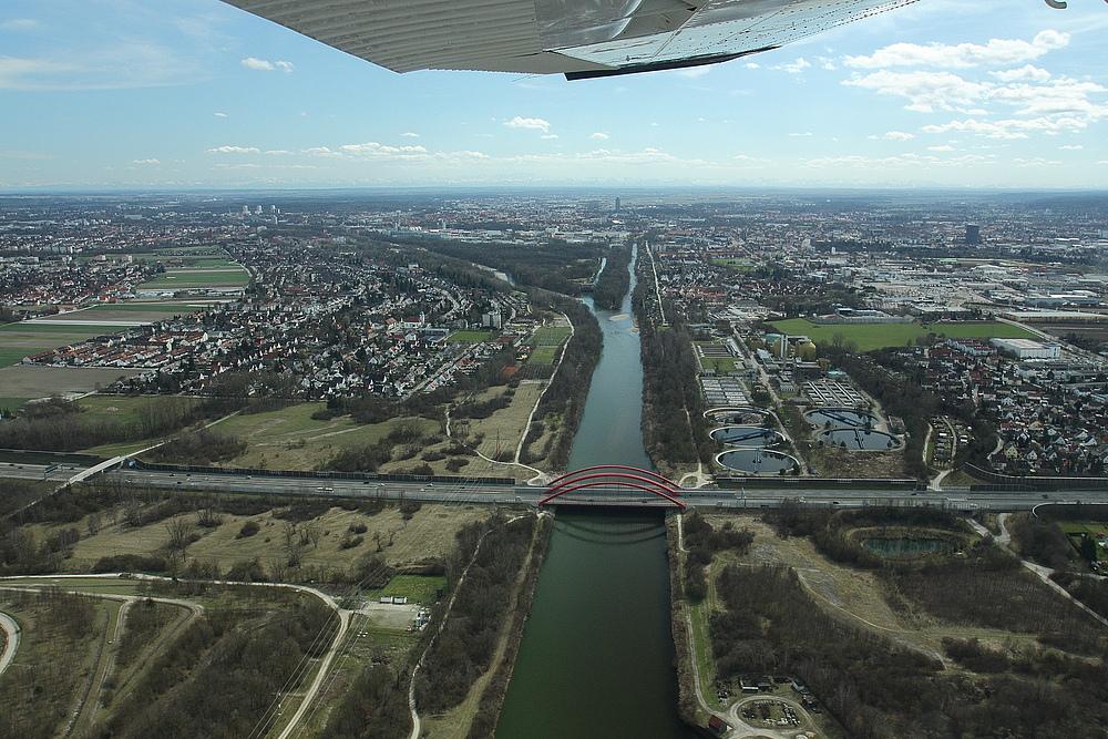 Stadt am Lech ..... Augsburg   - - Flug mit Cessna 182 P - - Pilot : Rainer Kobald