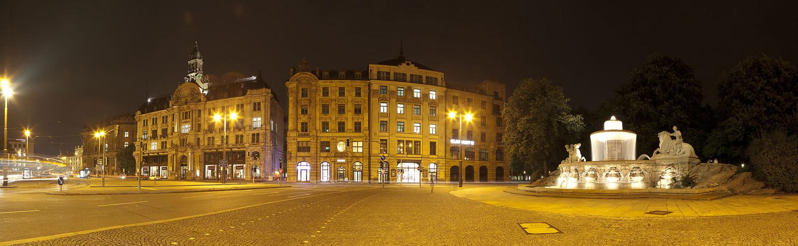Stadt der Lichter - Lenbachplatz nachts in München