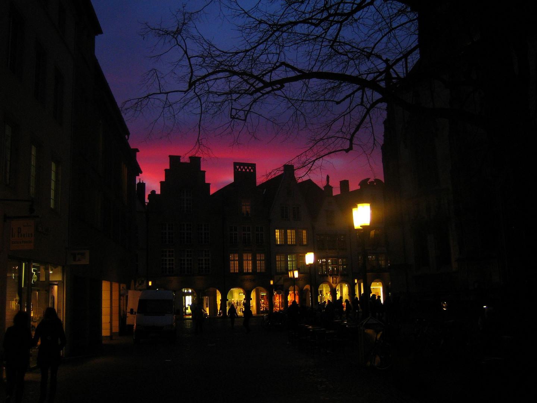 Stadt im Sonnenuntergang