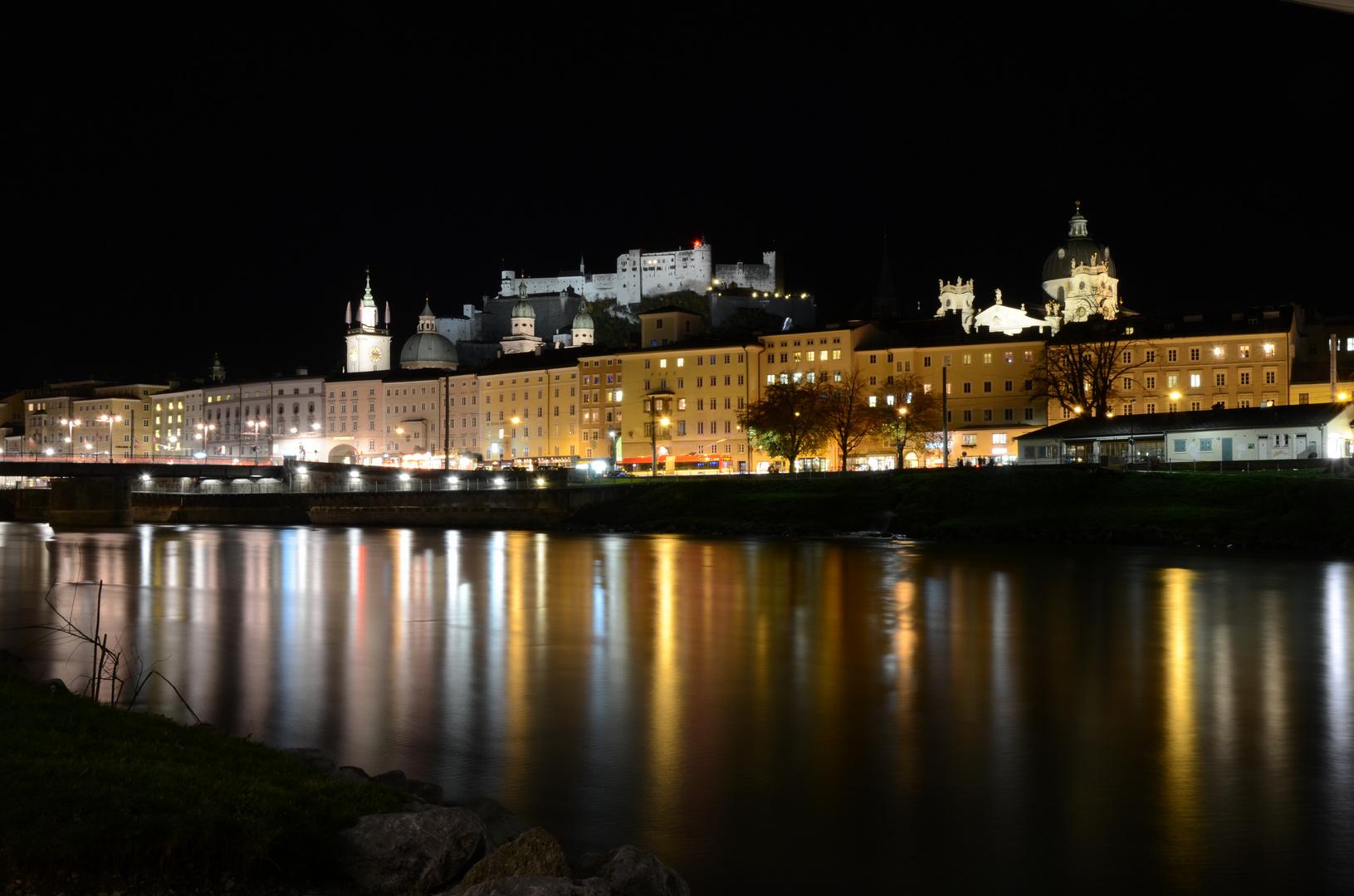 Stadt Salzburg in der Nacht 2