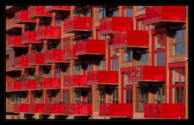 Stadtansichten Berlin - Rote Balkone