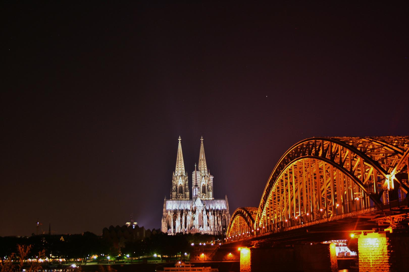Stadtaufnahmen bei Nacht