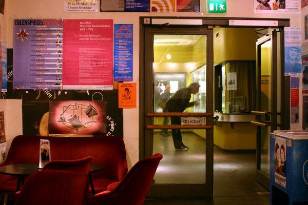 "Stadtcafé München: ""Was gibt's denn heut im Kino?"""