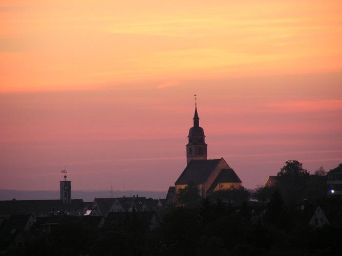 Stadtkirche Böblingen im Abendlicht