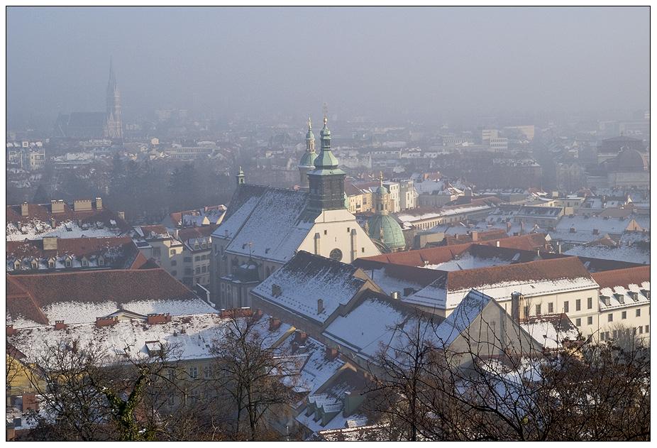 """Stadtkrone"" im Nebel"