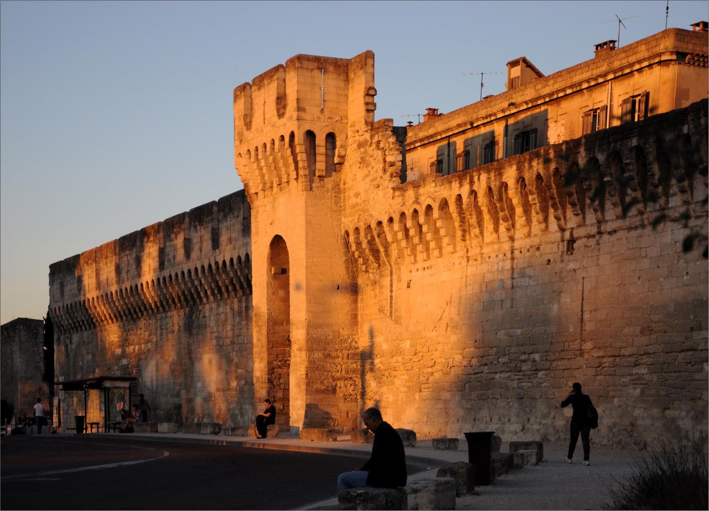 Stadtmauer im Abendlicht