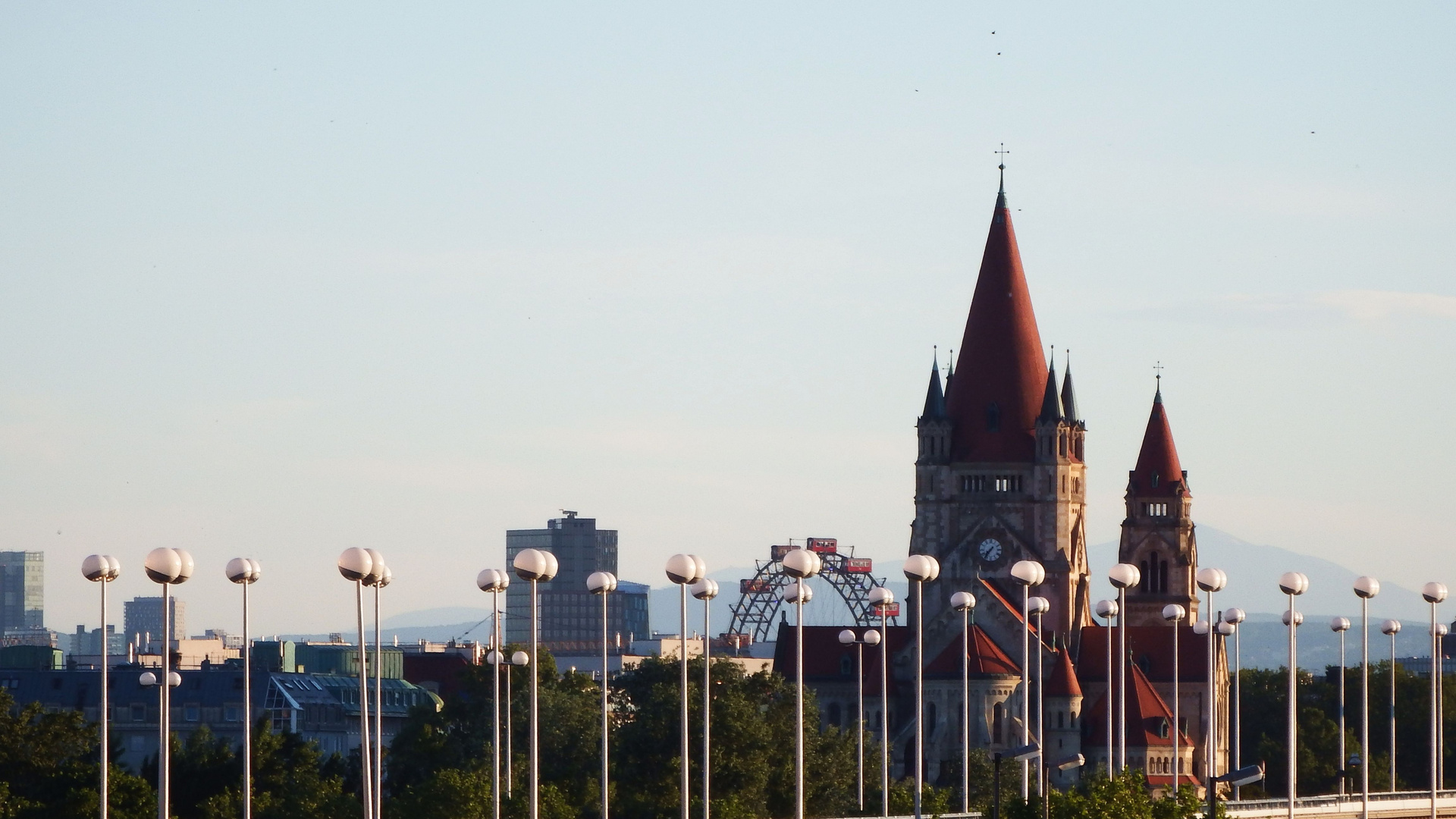Stadtpanorama im Lampenspalier