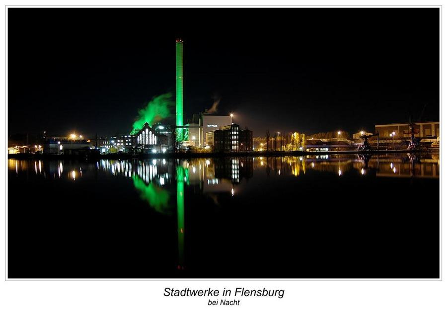 Stadtwerke Flensburg bei Nacht