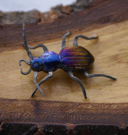 stählernes Insekt