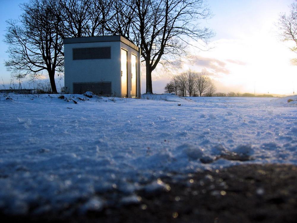 Stahltüren und Schnee