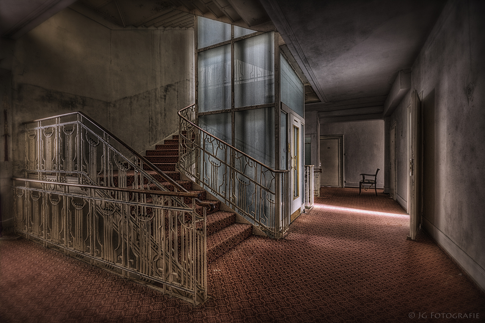 stairs [V]