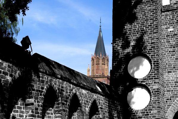 Stargarder Tor und Konzertkirche in Neubrandenburg