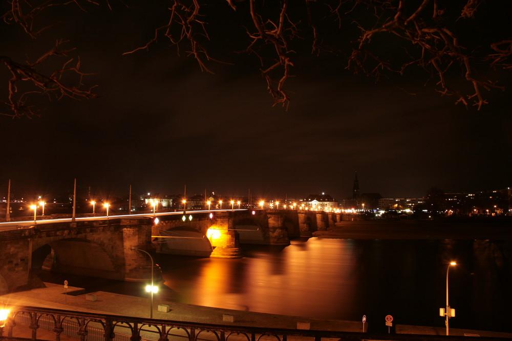 Starke August-Brücke über den Bronze-Fluß
