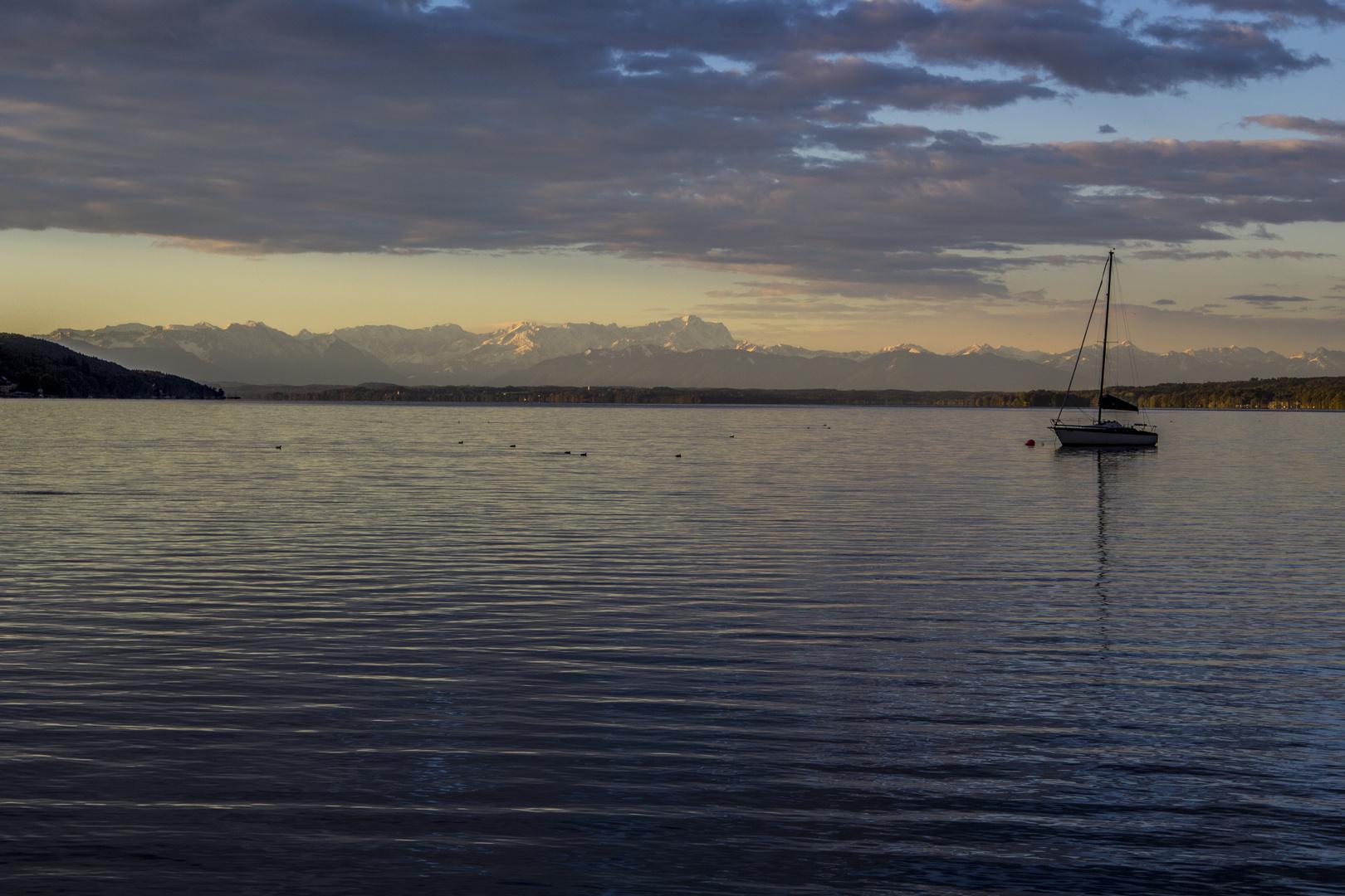 Starnberger See mit Blick auf die Zugspitze