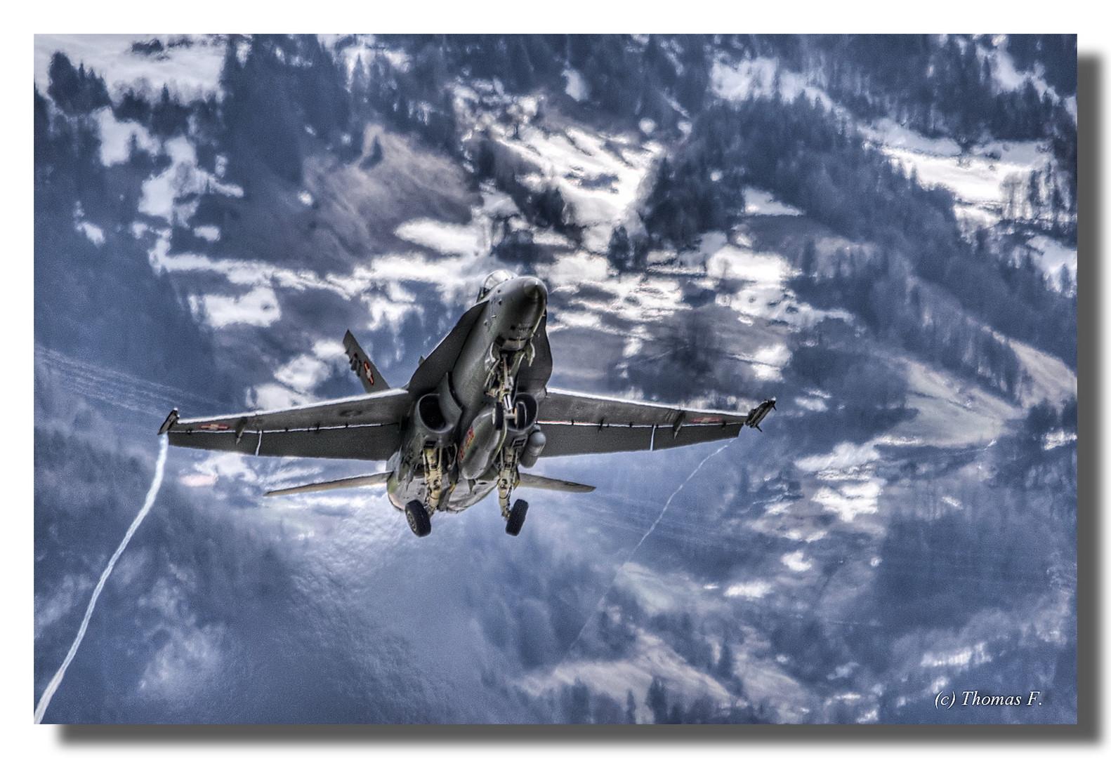 Start einer F18 der Swiss Air Force von Meiringen (Schweiz)