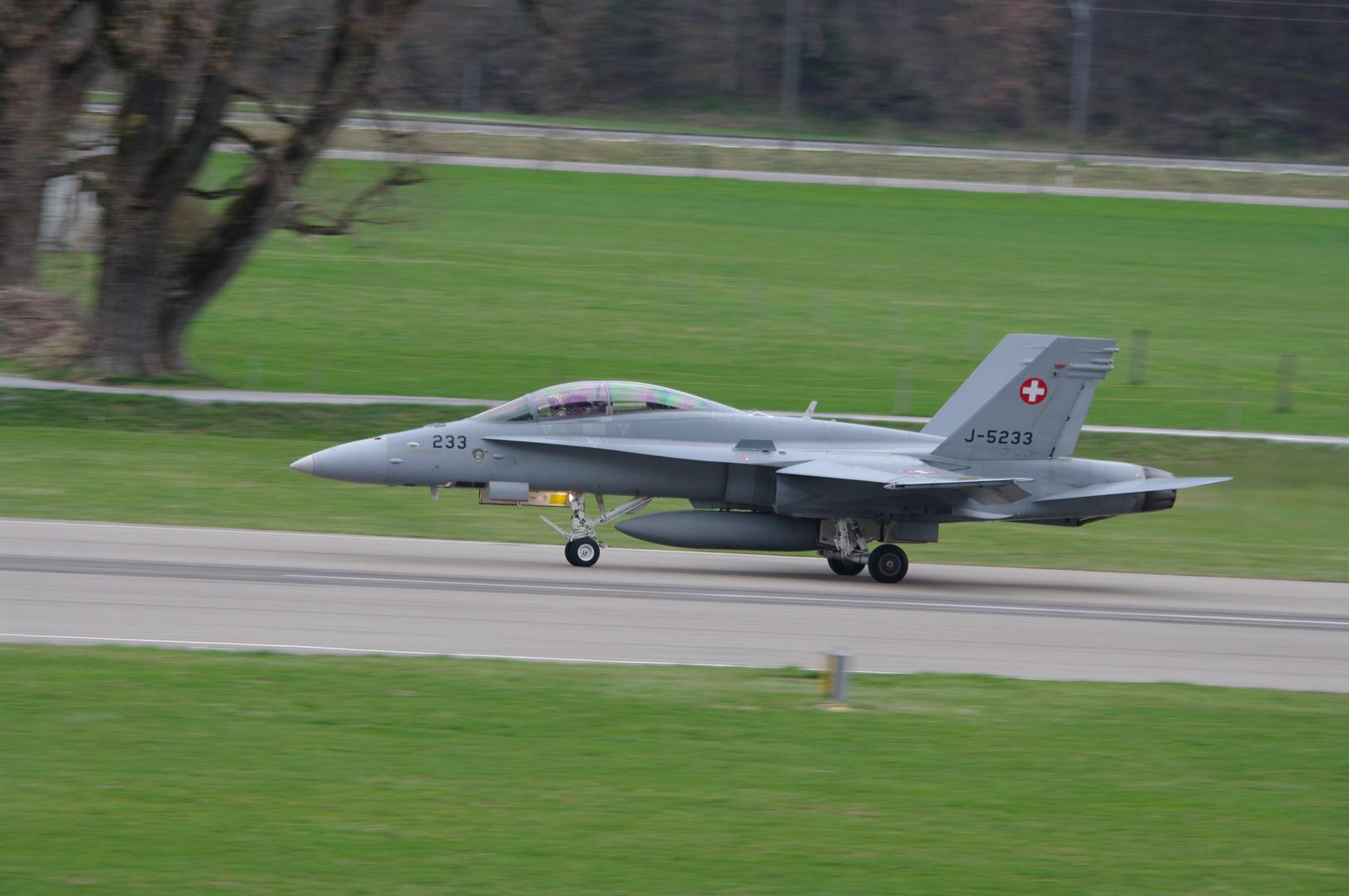 Start F-18 HDM Air Base Meiringen Suisse Air Force