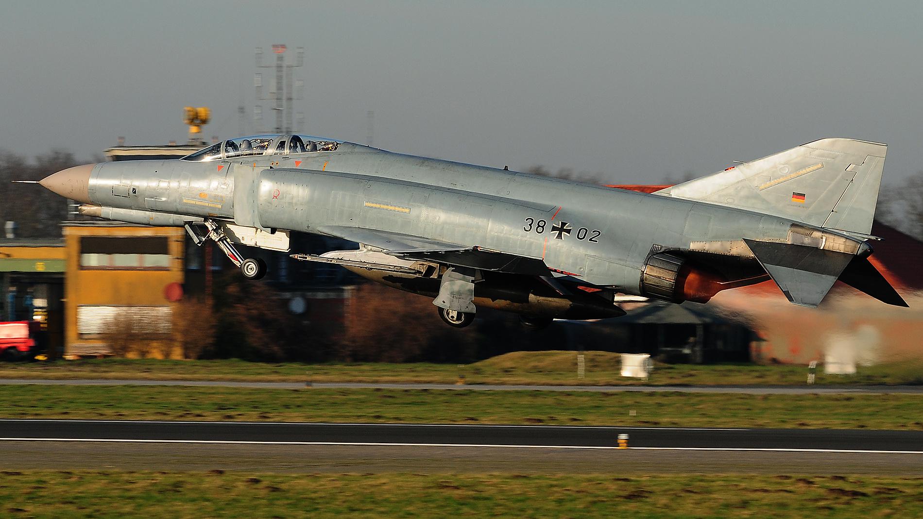 Start F-4F Phantom II 38+02
