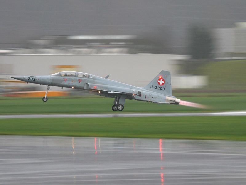 Start Tiger F-5F im Regen