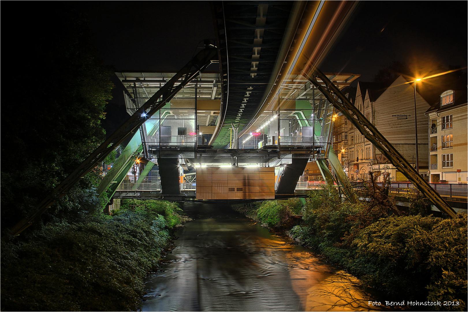 Station Zoo .... Schwebebahn