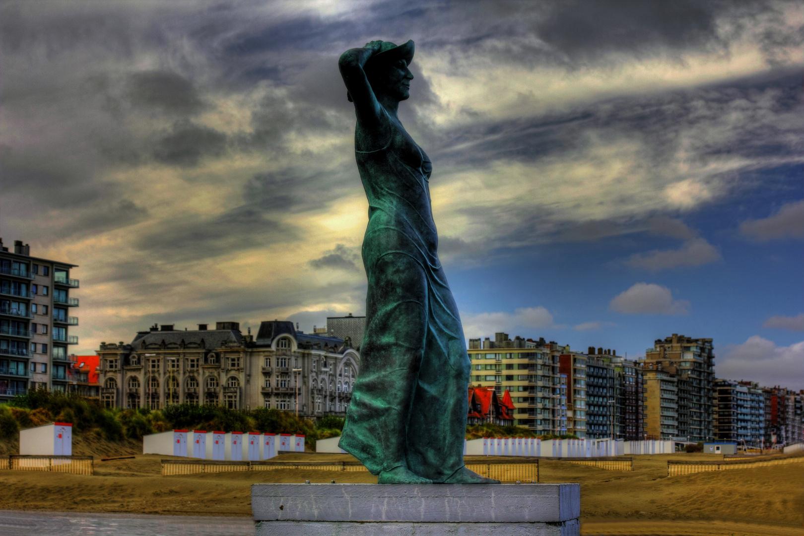 Statue am Strand