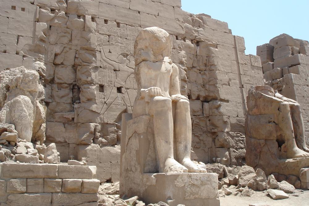 Statue aus Alabaster im Tempel von Karnak