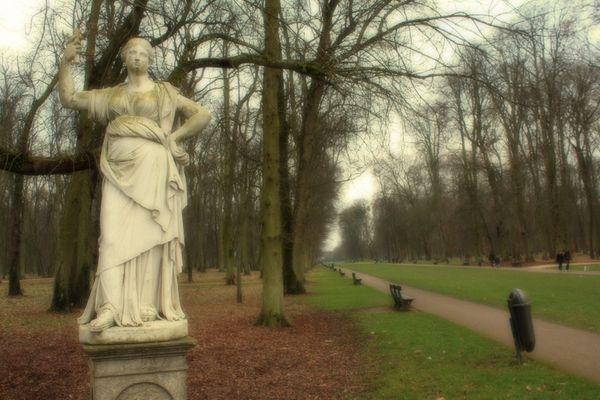 Statue Colombière retouchée