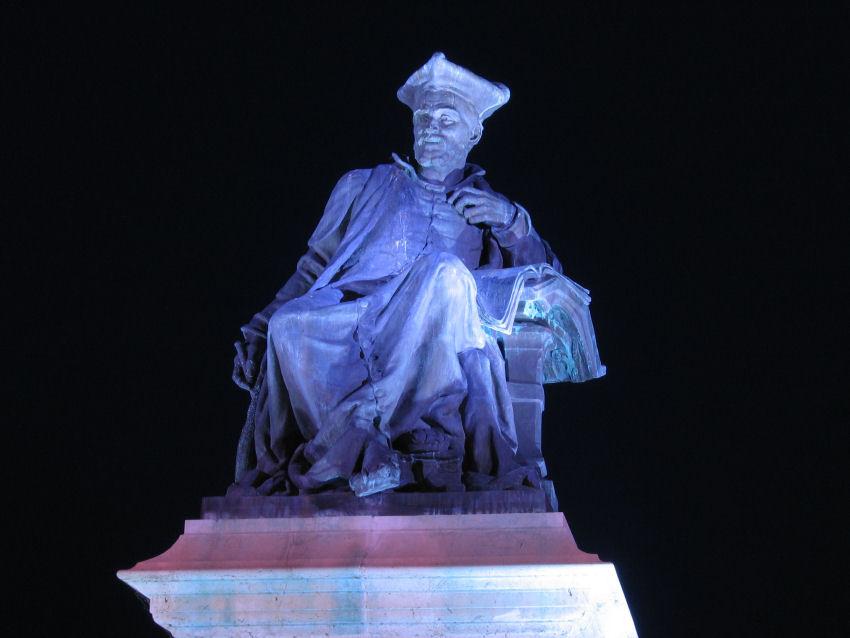 Statue de Rabelais à Chinon